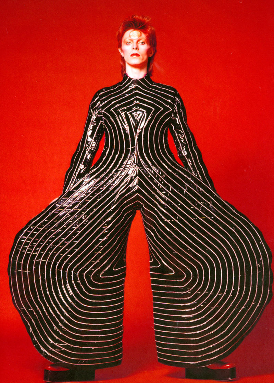 01. Striped_bodysuit_for_Aladdin_Sane_tour_1973_Design_by_Kansai_Yamamoto_Photograph_by_Masayoshi_Sukita__Sukita_The_David_Bowie_Archive_2012[1]