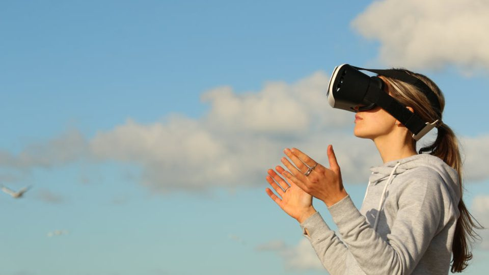 10 USES OF VIRTUAL REALITY IN OUR DAYS.