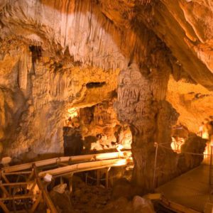 Cuevas-de-Salnitre