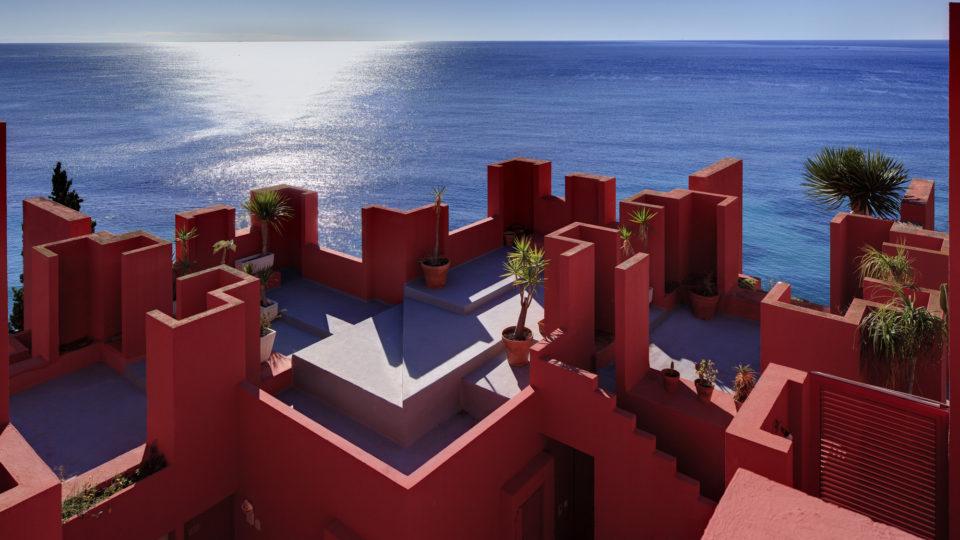 Descubre con RVD Media Group una gran Muralla Roja en España