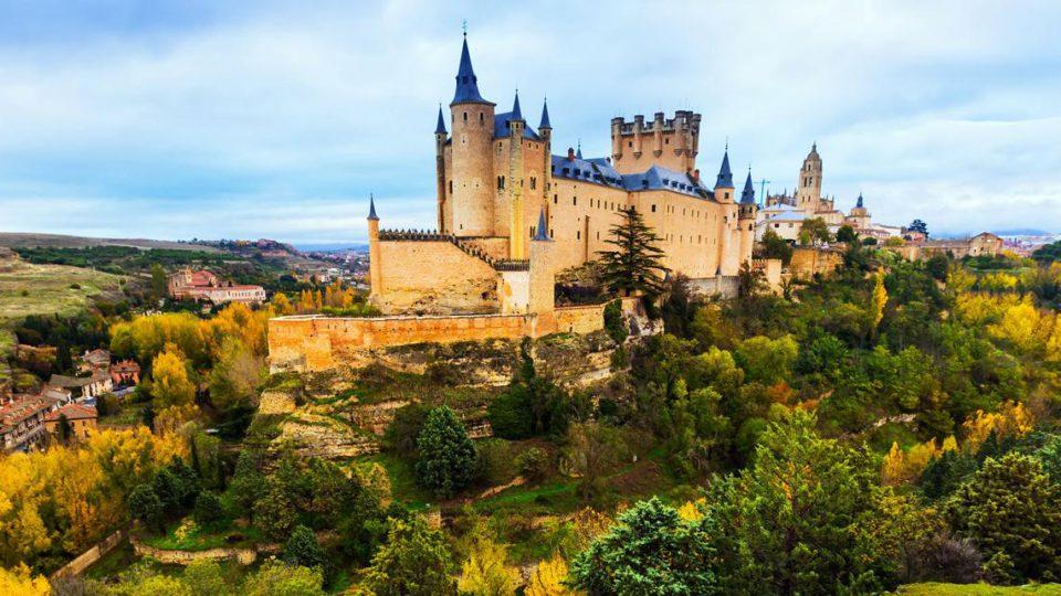 Descubre los bosques, cascadas y ciudades de Castilla y León para tu producción audiovisual